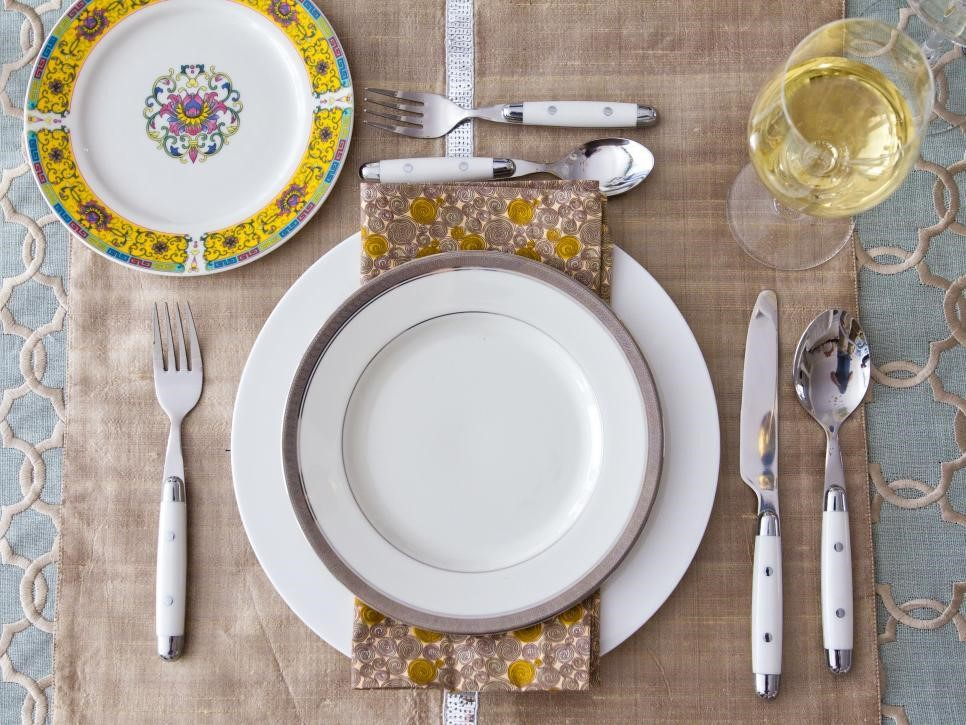 10 Table Setting Ideas for the Perfect Dinner at Home